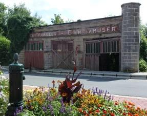 Le portique de l'ancien cinéma à Fauquez